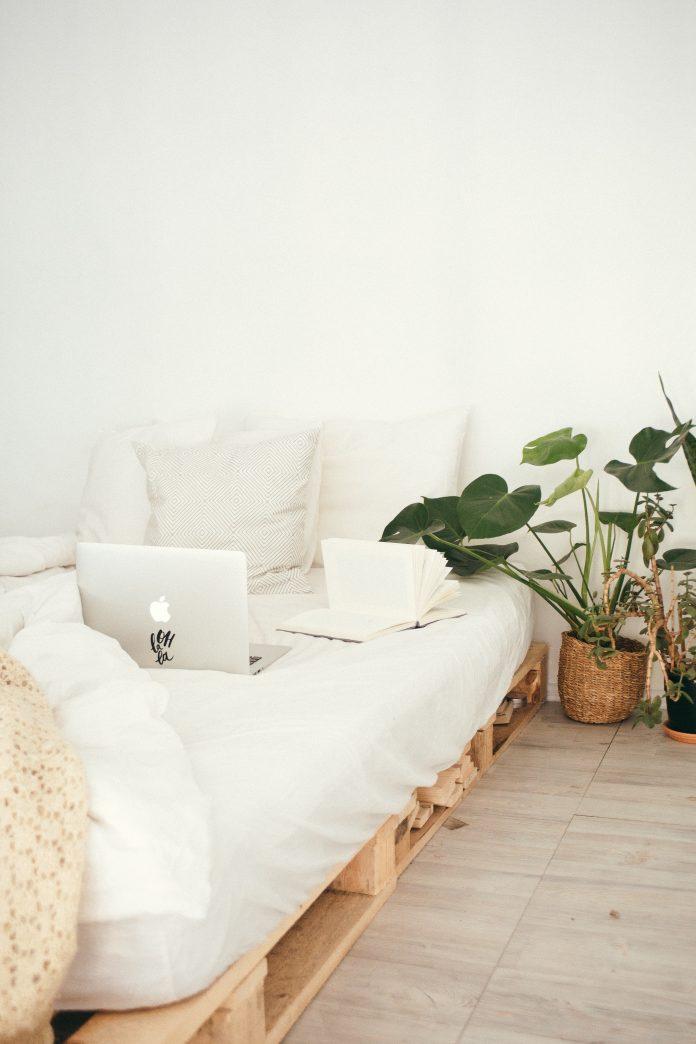 Útulná biela spálňa