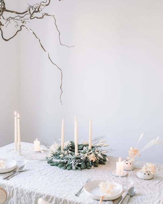 vianočný adventný veniec biely