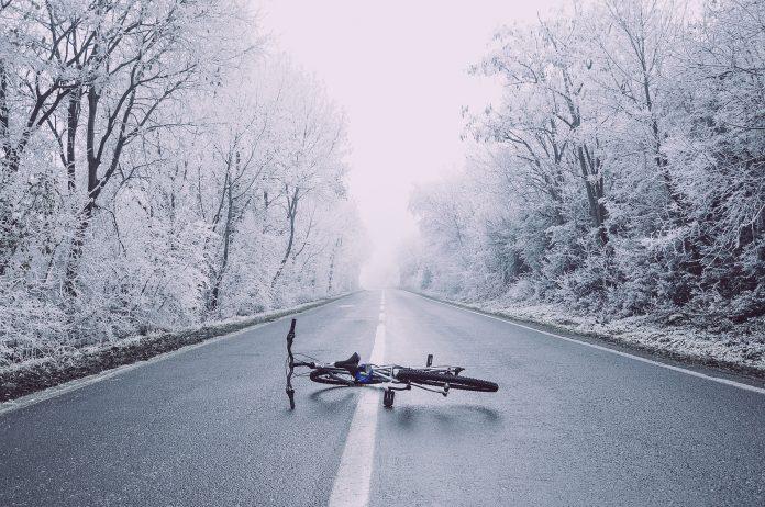 bicykel zasnežená krajina
