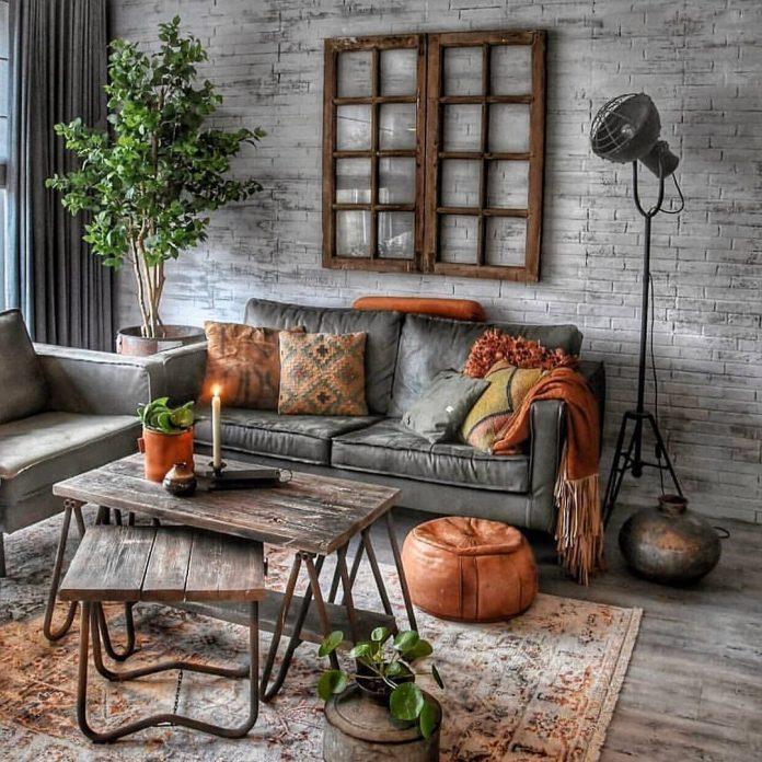 sivá sedačka s farebnými vankúšmi