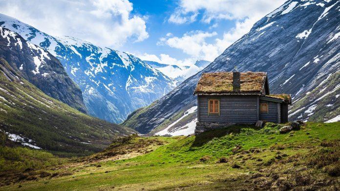 drevený dom v horách