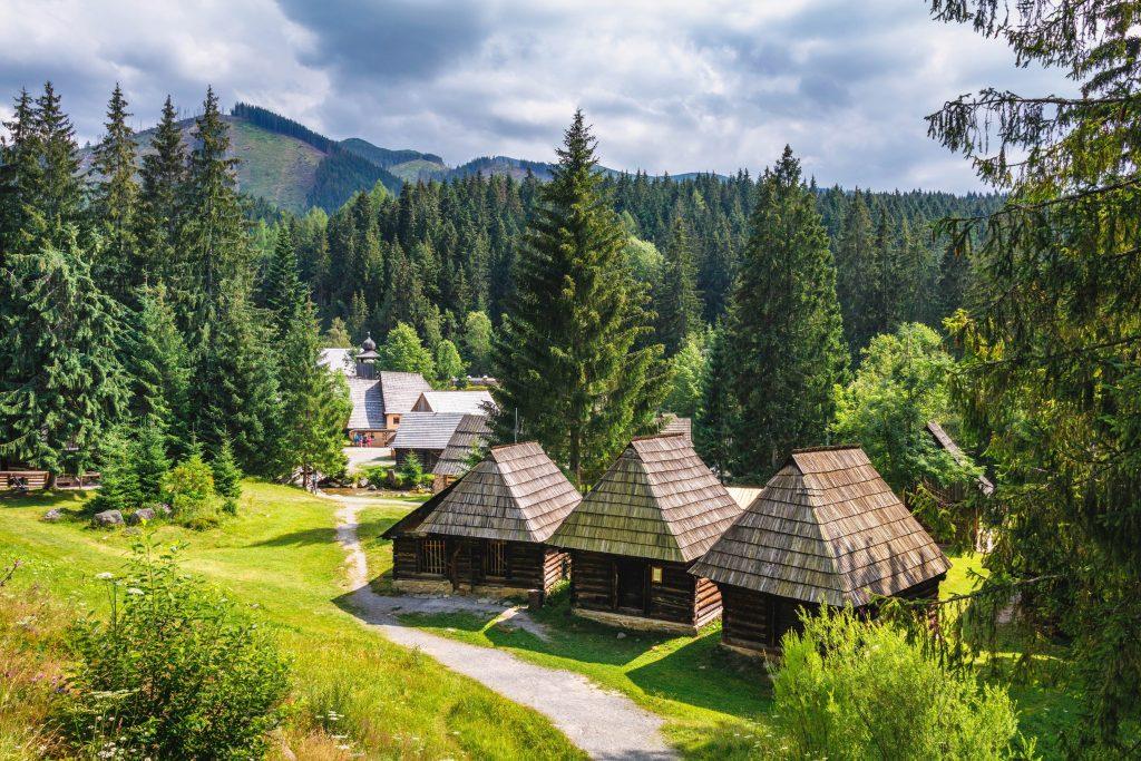 Oravská príroda a drevenice a moderné chaty