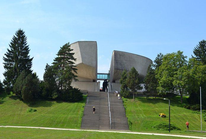 architektonický unikát v Banskej Bystrici je Pamätník SNP