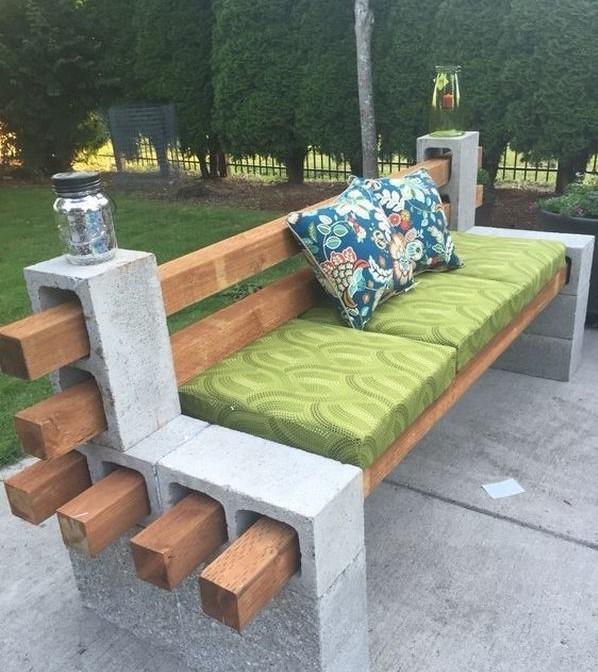 Pohodlné záhradné sedenie do altánku aj záhrady
