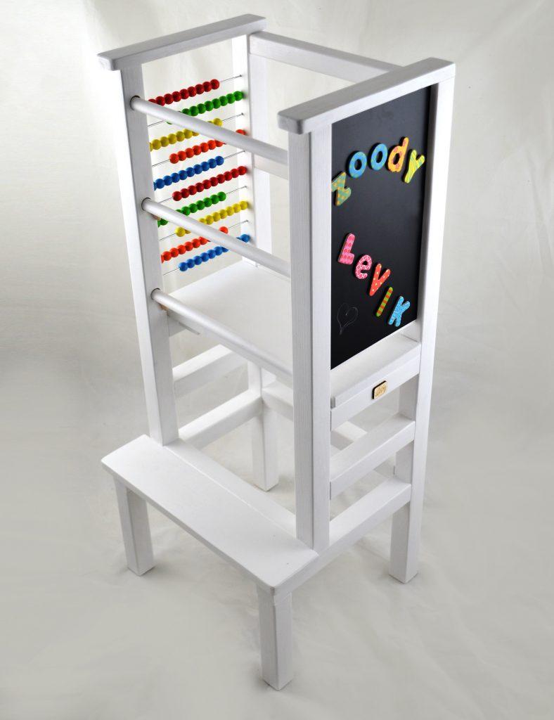 montessori učiaca veža s počítadlom a magnetickou tabuľou