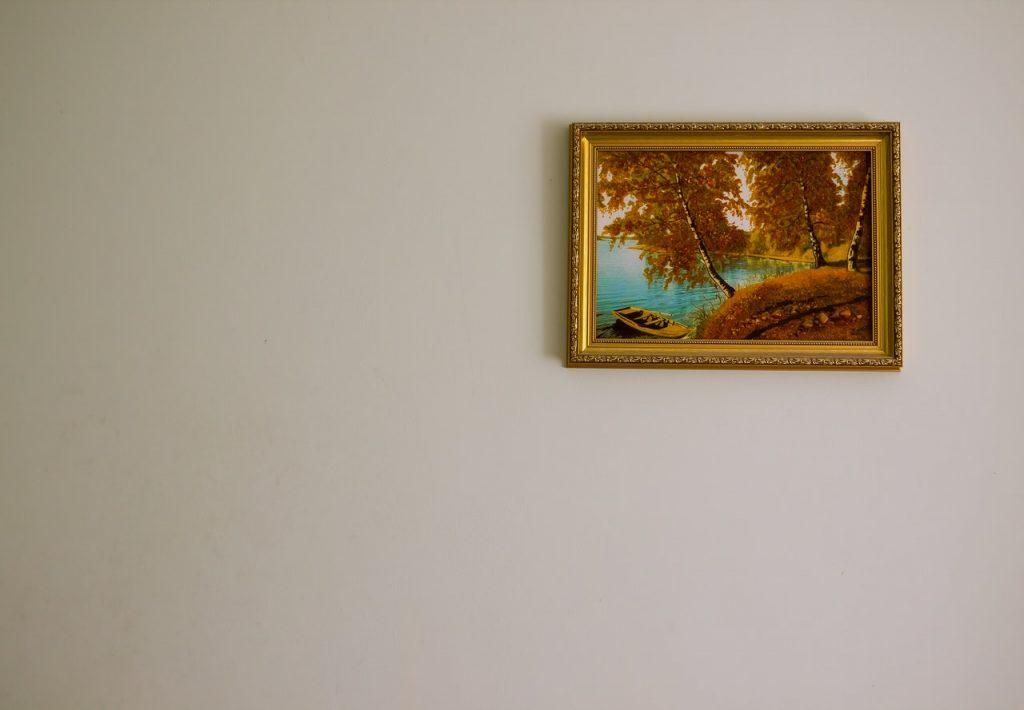 jantárová farba na obraze rámu v interiéri