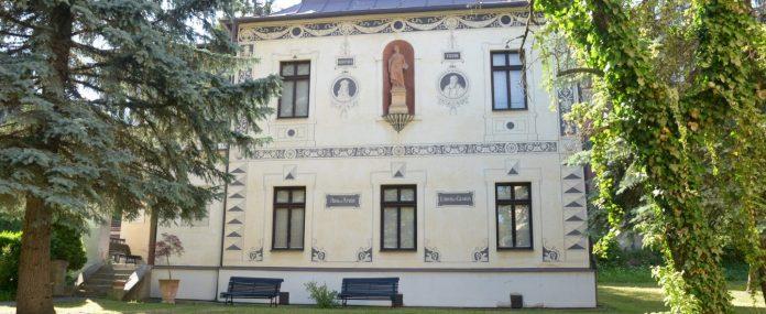 exteriér Stredoslovenskej galérie - Vila Dominika Skuteckého v Banskej Bystrici