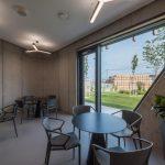 Kancelárske priestory s moderným mobilitárom a osvetlením
