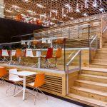 kaskádové sedenie v obchodného centra podľa návrhu autora Suchánka