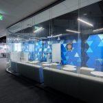 zasadacia miestnosť z číreho skla a s inovatívnymi prvkami