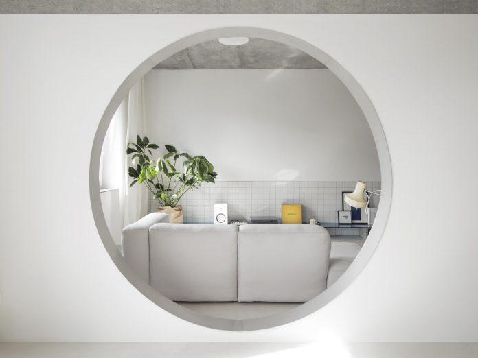 výrazný element - kruh v zrekonštruovanom byte nominovanom do súťaže