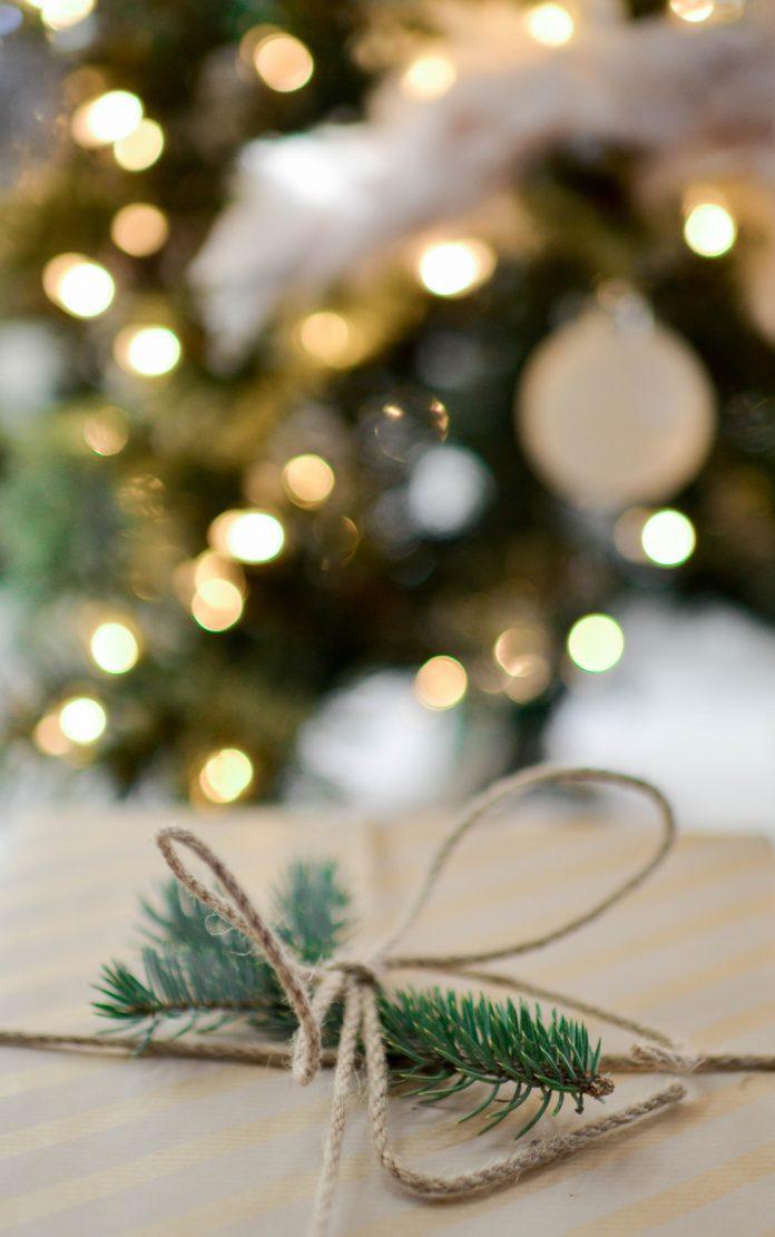 krásne vianočné retro svetielka na vianočný stromček