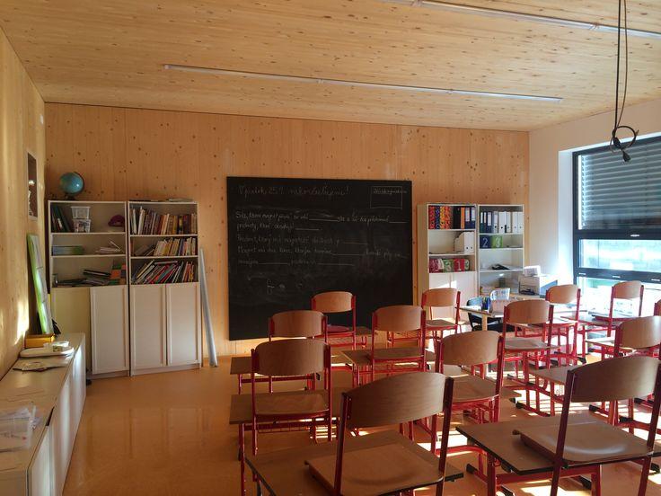 drevená prístavba na gymnáziu v Bratislave