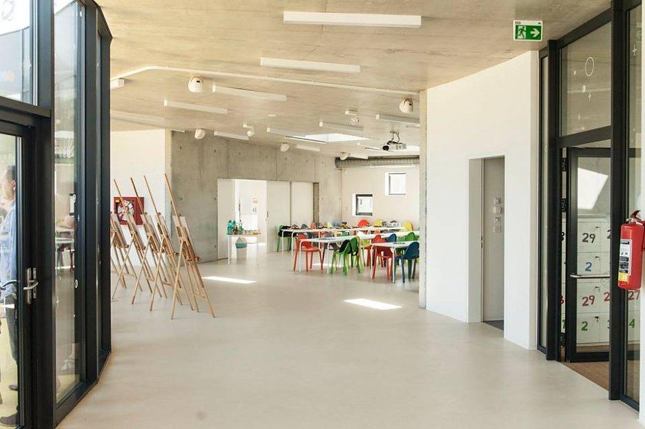 krásny interiér modernej školy v Česku