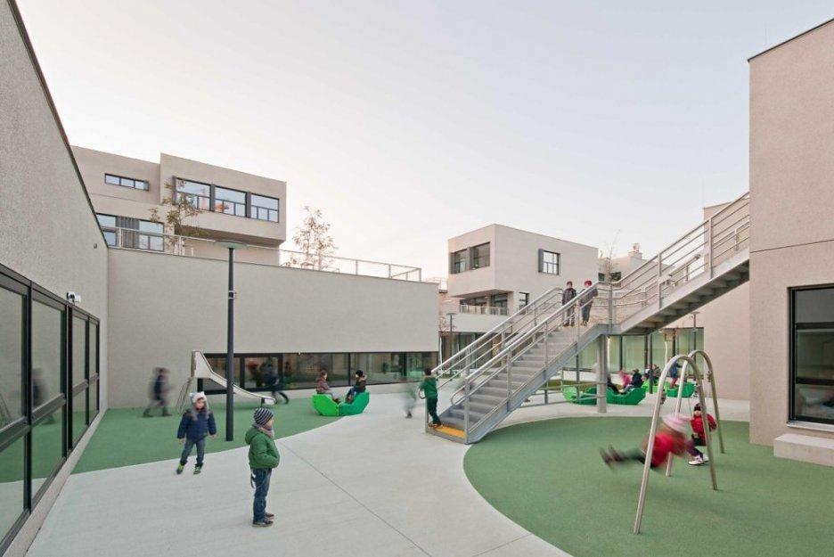 moderné budova školy v Rakúsku