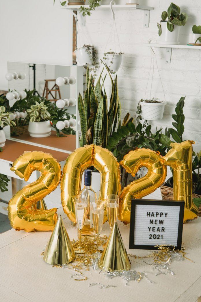 balóny s motívom Nového roku. Doplnky v interiéri