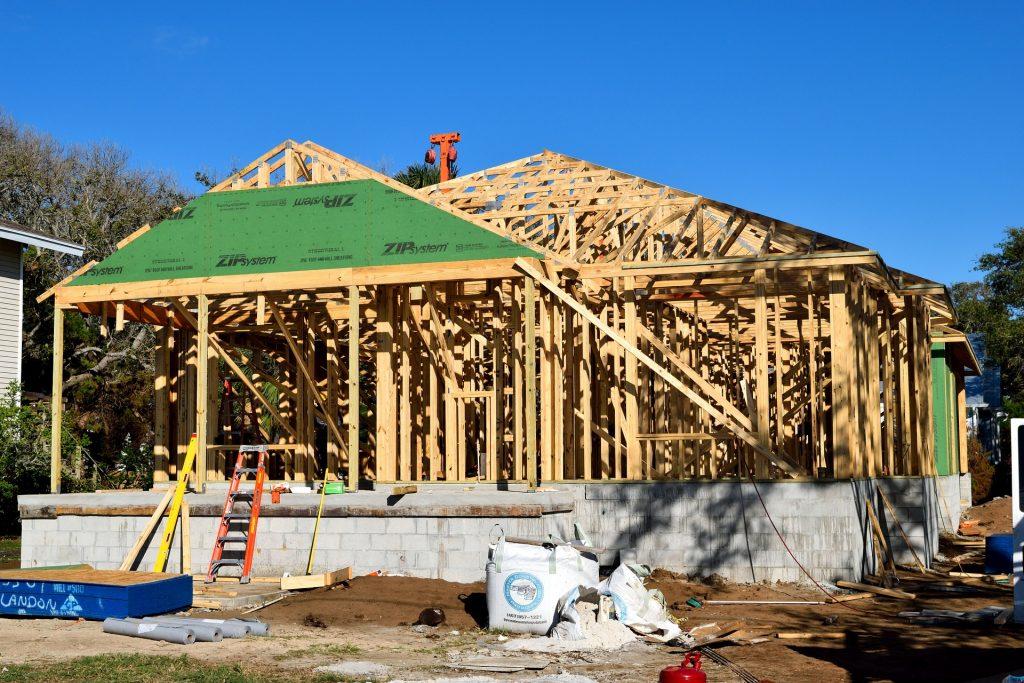 stavba montovaného domu a proces budovania