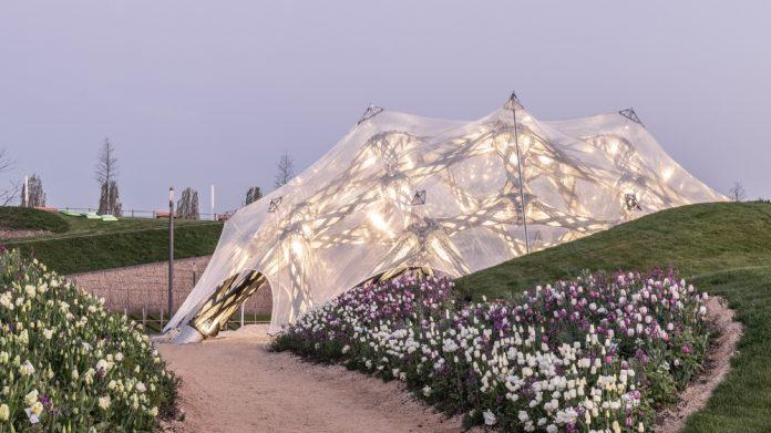 Biomimetické pavilóny BUGA Wood a BUGA Fibre