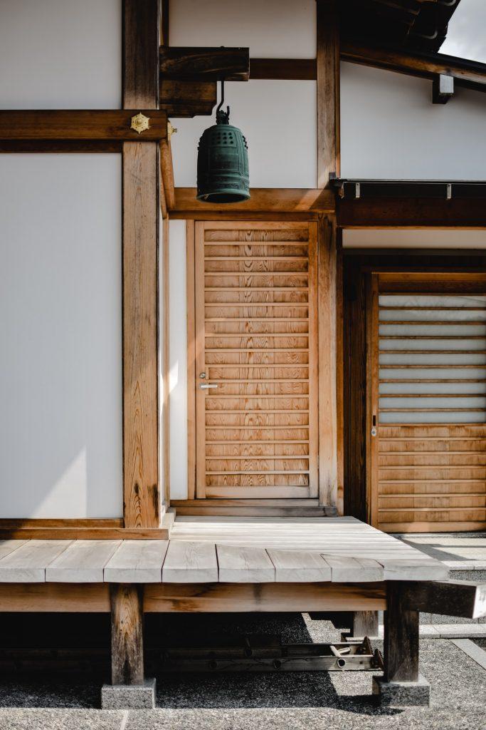 prázdninový dom postavený na drevených základoch