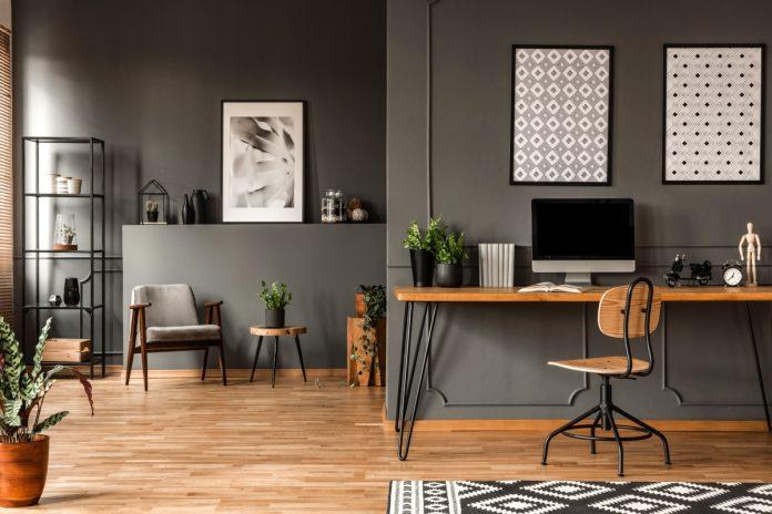 moderne zariadená pracovňa pre pohodlnú prácu z domova