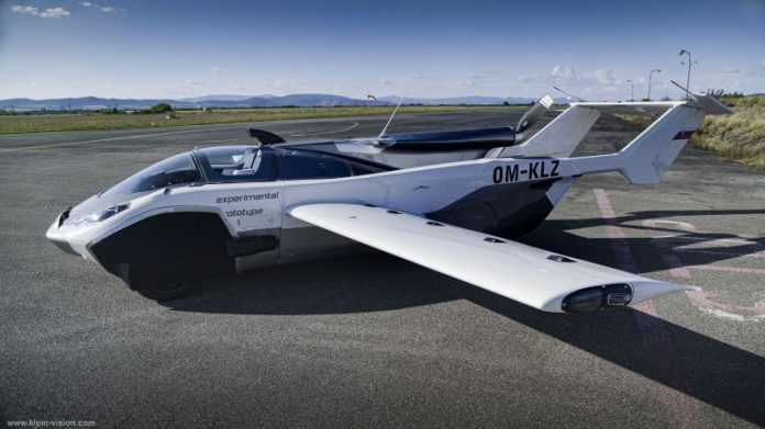 lietajúce auto počas testovania na letisku v Piešťanoch
