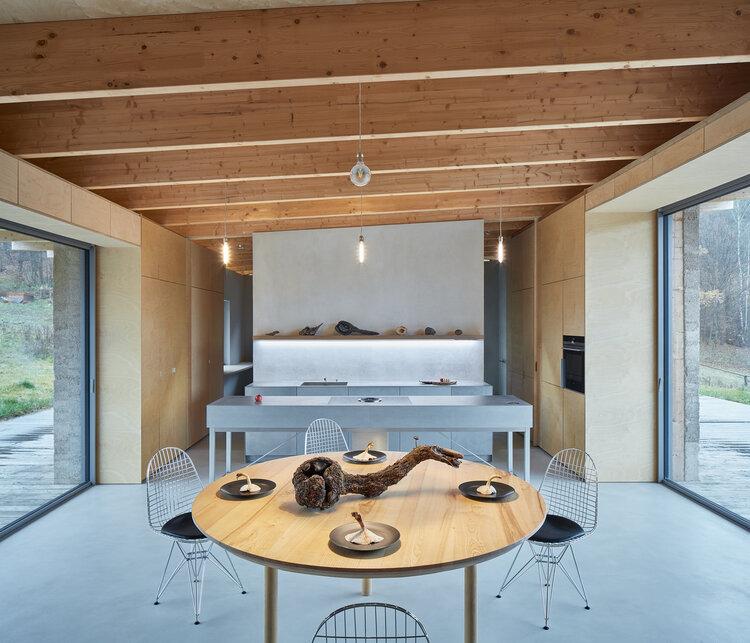 interiér domu z konopného betónu