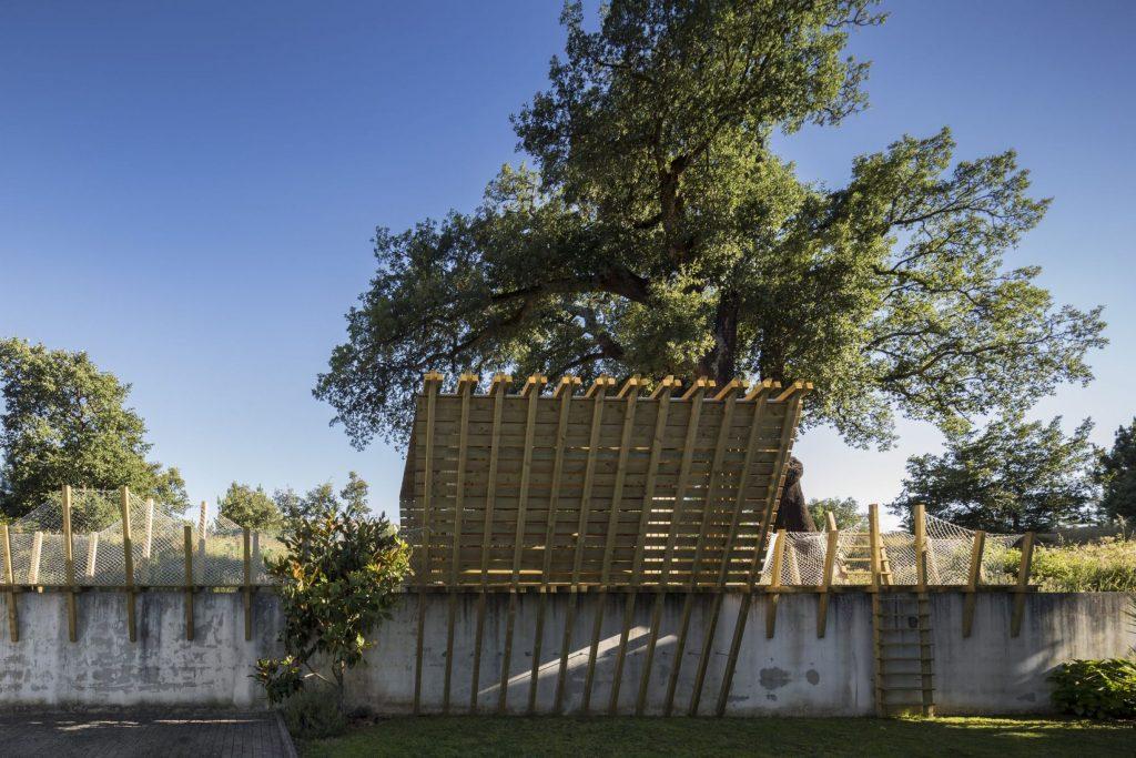 Drevený domček na strome pre deti