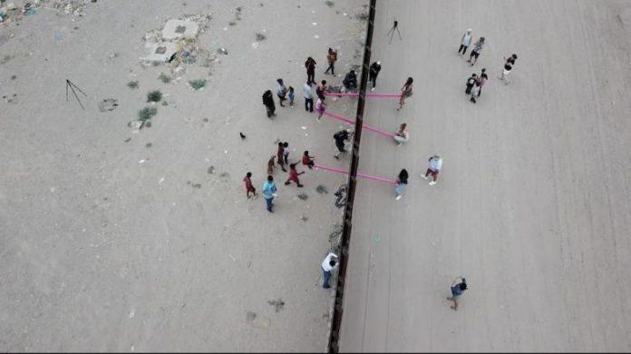 """""""Teeter-Totter Wall"""" ocenený projekt na americko-mexických hraniciach"""