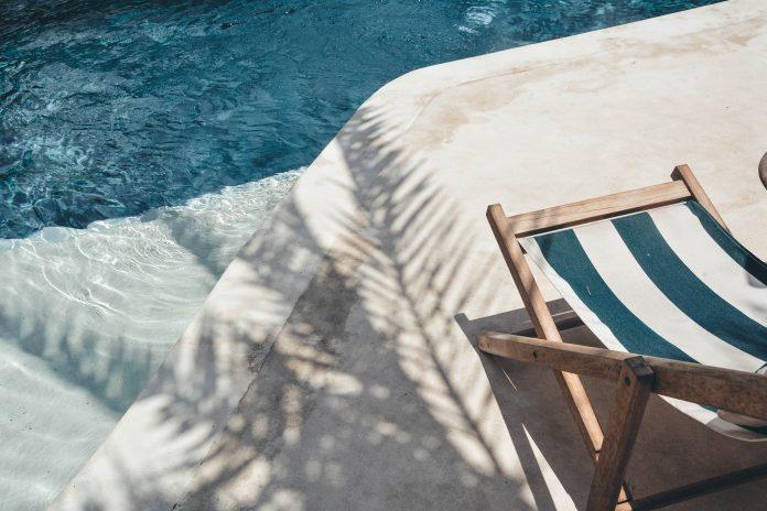 Ležadlo pri bazéne