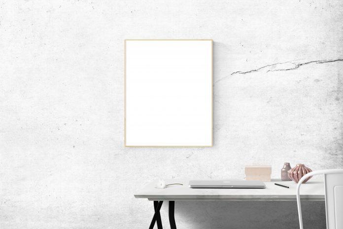 Stolík a obraz