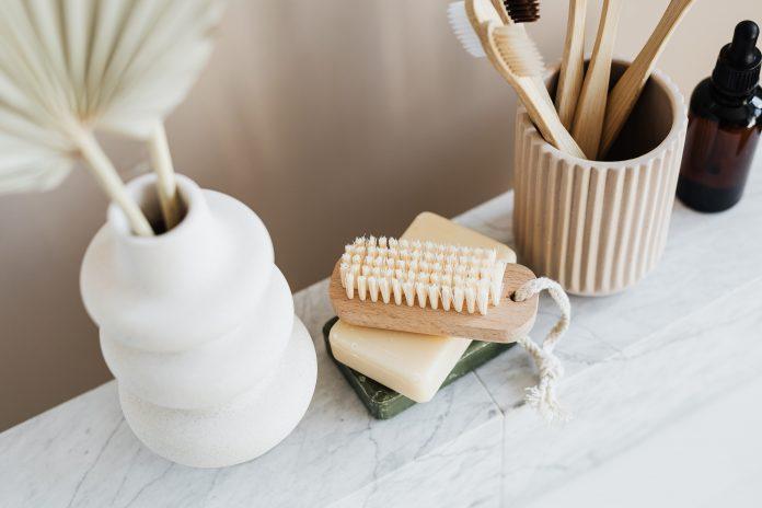 Stojan na zubné kefky, mydlo