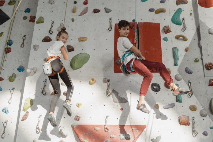 Deti a lezecká stena