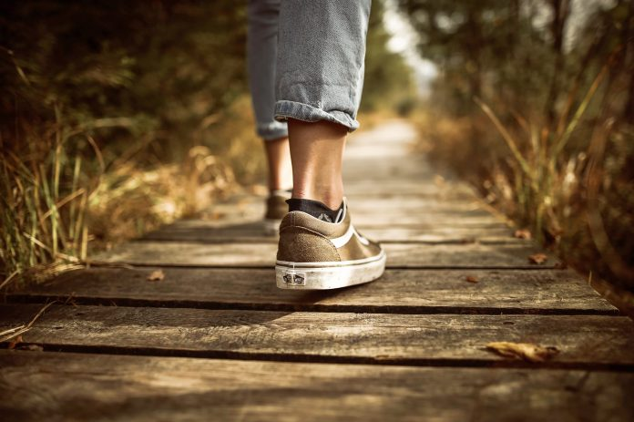 Nohy na ceste