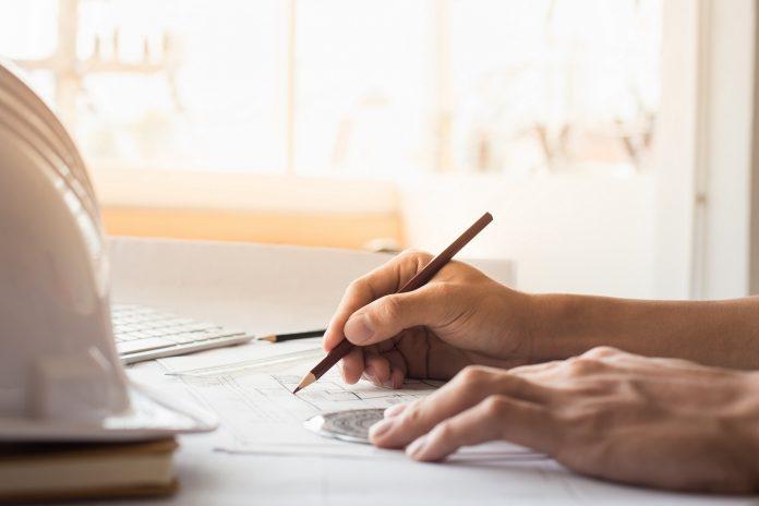 Kreslenie mužská ruka držiaca pero