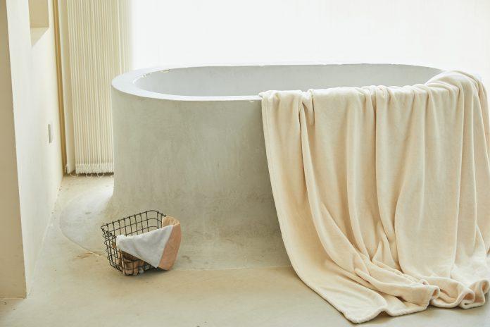Biela betónová vaňa