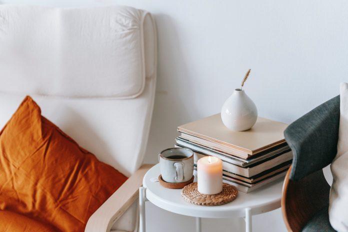 Kreslo stolík s občerstvením