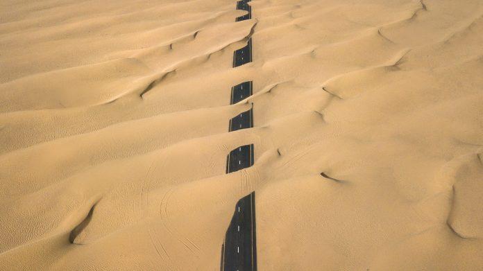 Cesta uprostred púšte